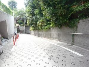 原田サンパークマンション恵比寿台の目の前の道路