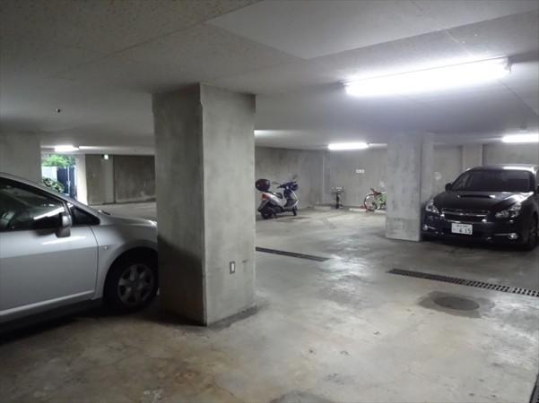 メゾン代官山の駐車場
