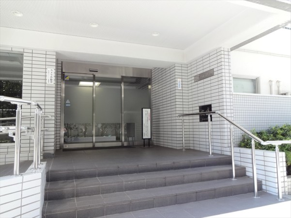 恵比寿スカイハイツの玄関