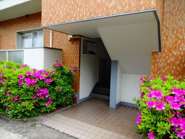 代官山ローヤルコーポの玄関