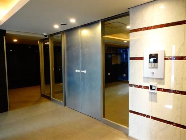 カーサスプレンディッド恵比寿の玄関